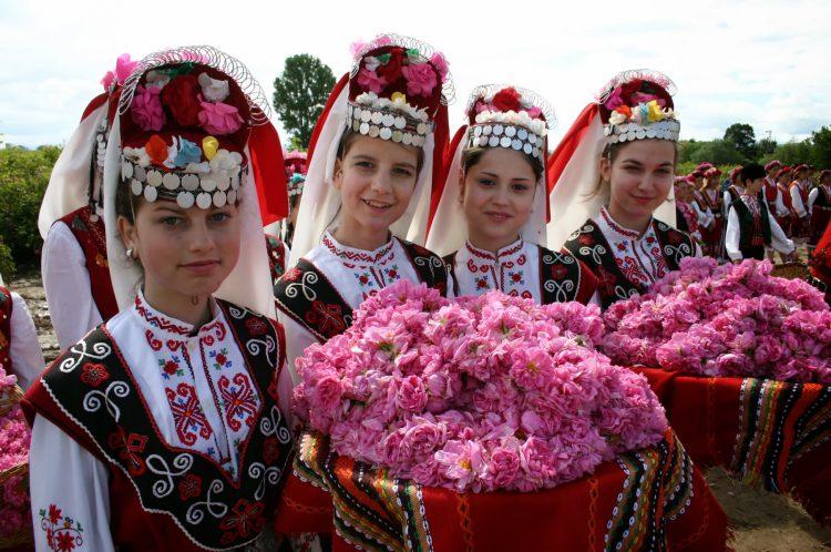 Фестиваль роз в Долине роз в Болгарии