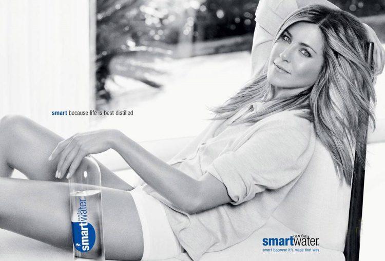 В 2007 Энистон приняла приглашение сталь лицом рекламной кампании питьевой воды