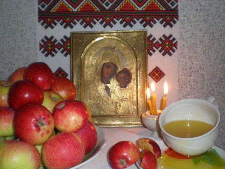 Когда яблочный спас