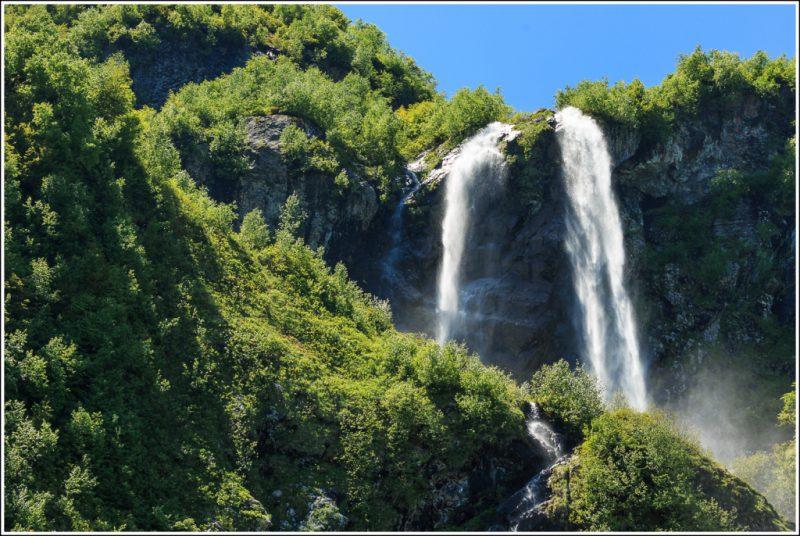 Водопад, похожий на штаны