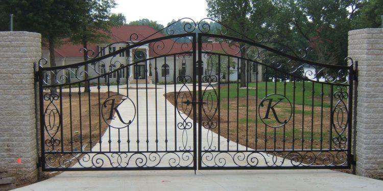 Железные кованые ворота