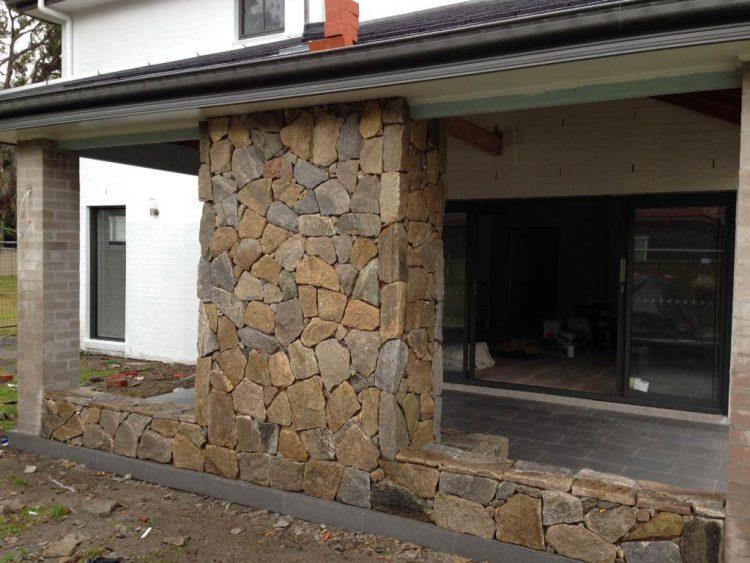 Облицовка стен из бруса камнем