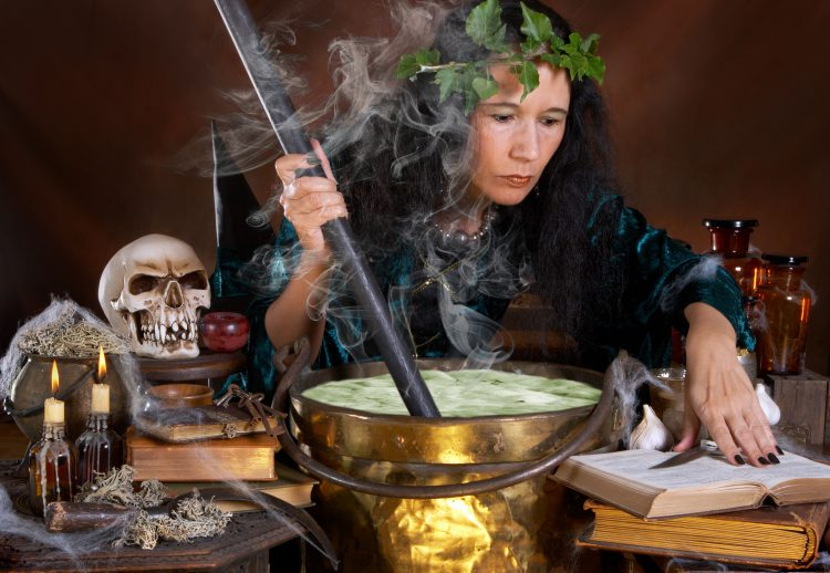 Ведьма-гадалка