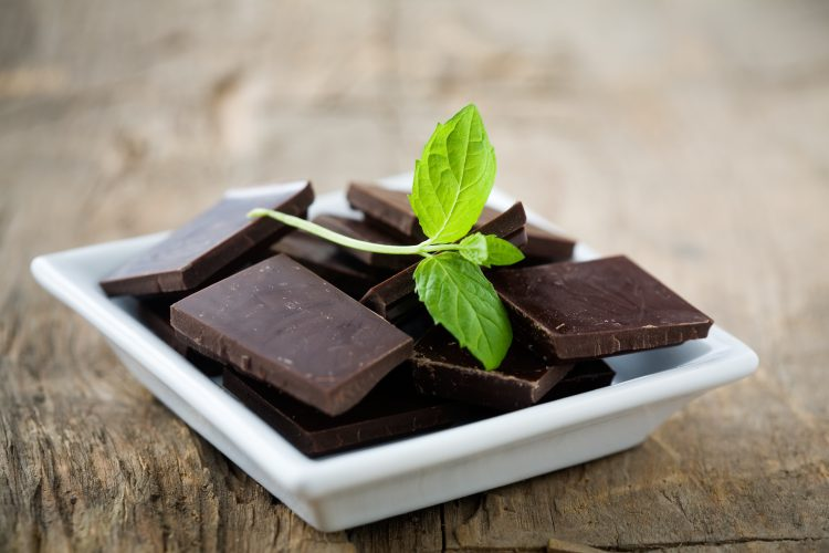 Горький шоколад улучшает настроение