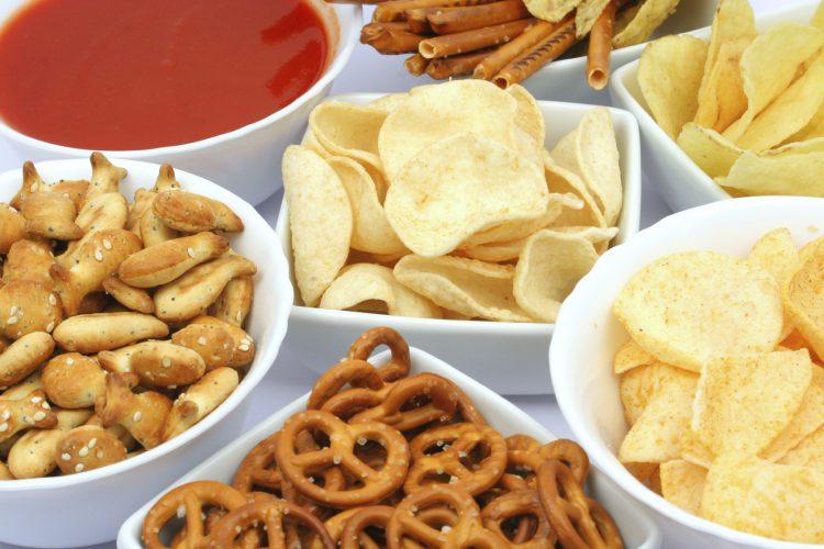 Сухарики, соль и чипсы отнимают молодость