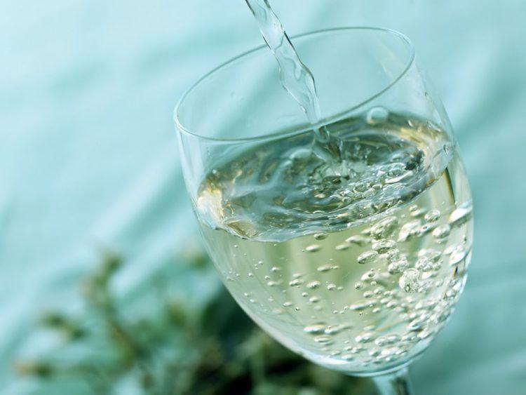 Энергетические напитки и газировка вредны для кожи лица