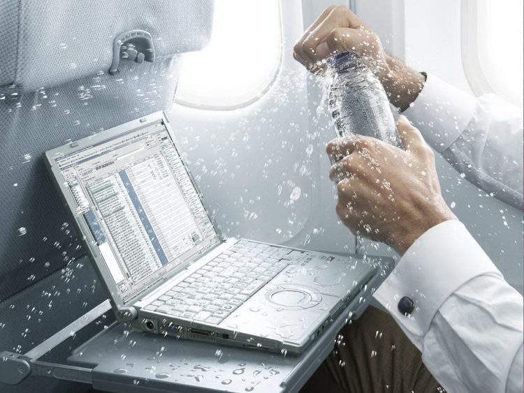 Ноутбук облит водой