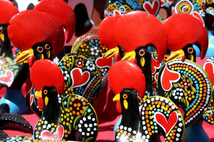 Сувениры из Португалии в виде петуха