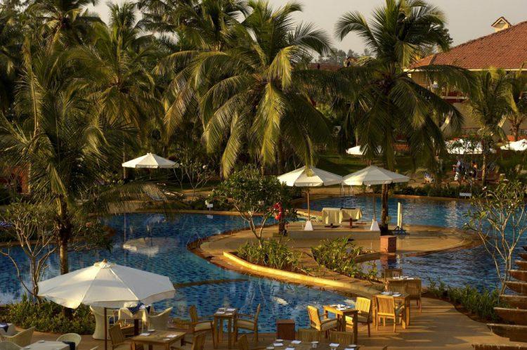 Отель Ramada Caravela Beach Resort 5*