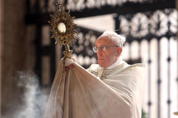 Священнослужитель в христианской церкви