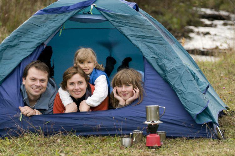 Семейный отдых на рыбалке с палаткой