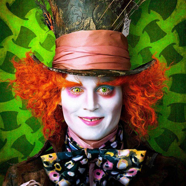Актер Джонни Депп в образе сумасшедшего шляпника