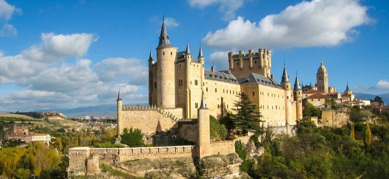 Красивые древние замки в Испании