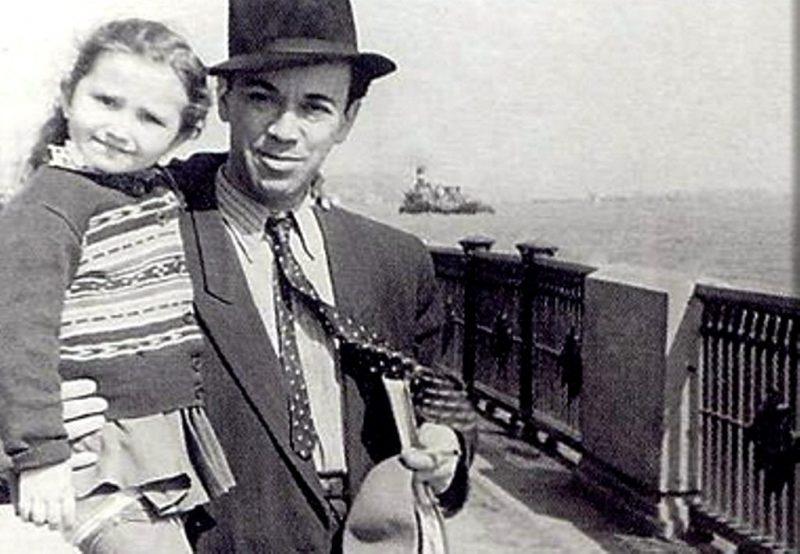 Маленькая Ирина с отцом