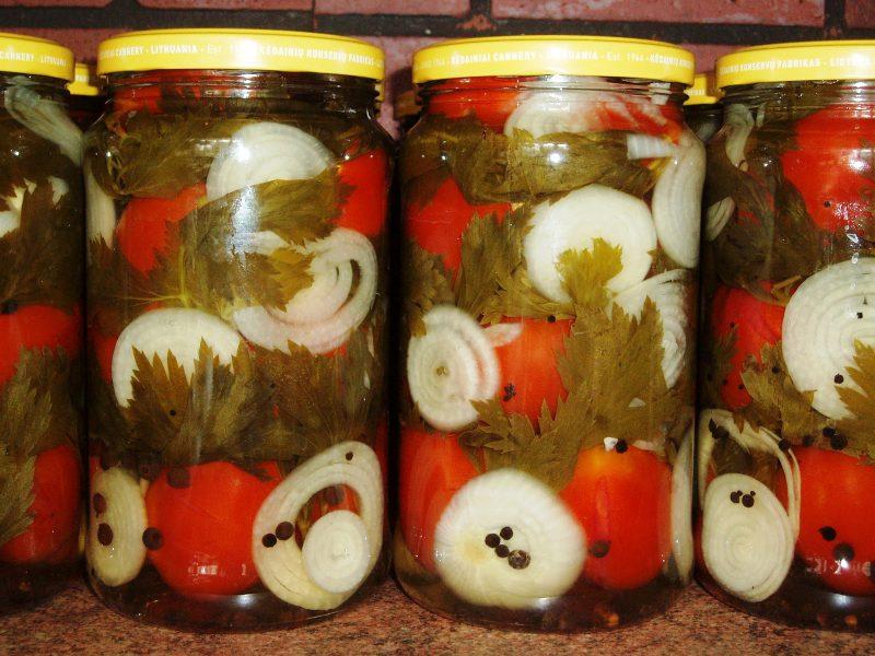 Маринованные помидоры с луком и перцем