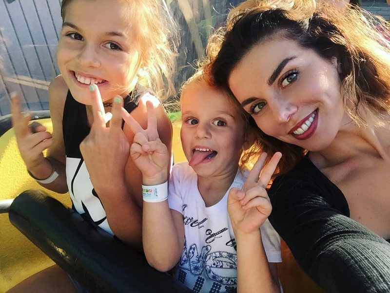 Анна с дочками: старшая Алина и младшая Моника