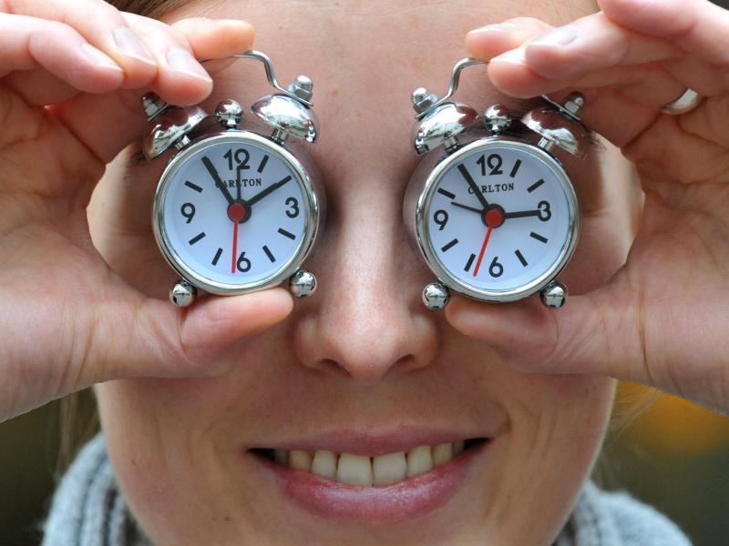 Зачем переводят часы