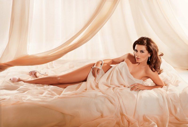 Анна не раз снималась для мужских журналов (Maxim, Playboy)