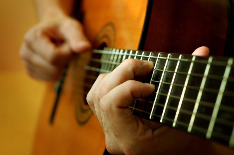 Как научиться играть на гитаре с нуля