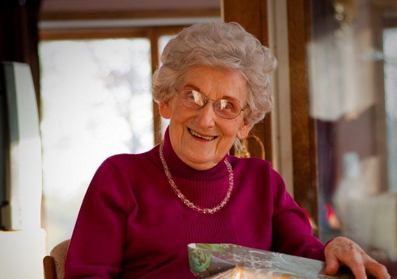 чем поздравить бабушку