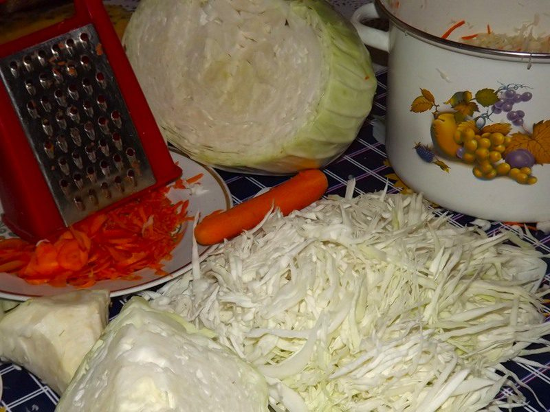 солим белокочанную капусту
