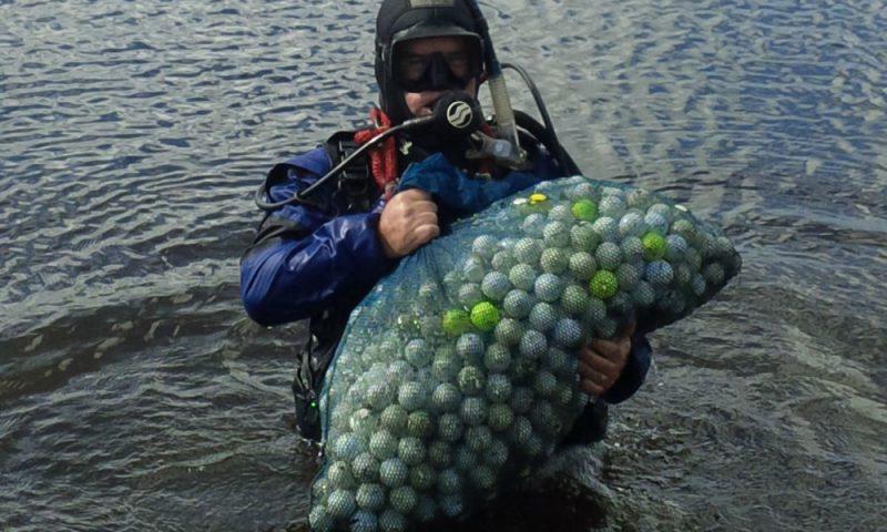 ныряльщики за мячиками для гольфа