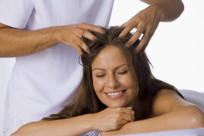 Длинные волосы благодаря массажу