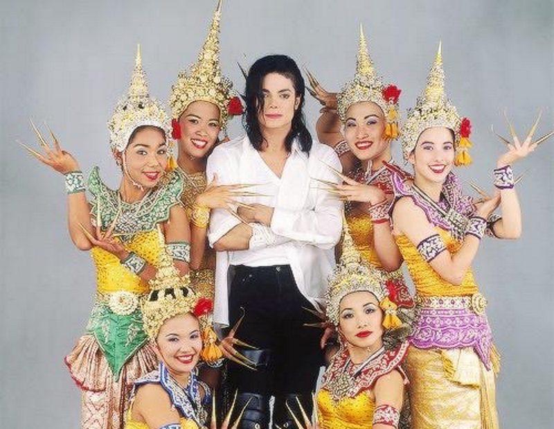 Клип Майкла Джексона «Black or White»