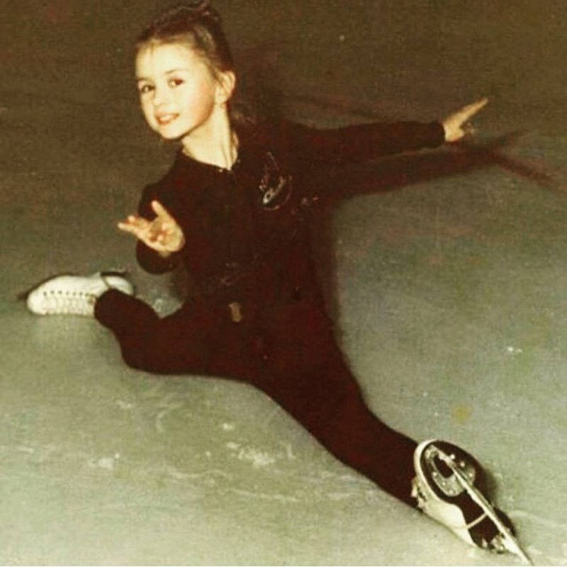 На льду Анна Семенович с трех лет