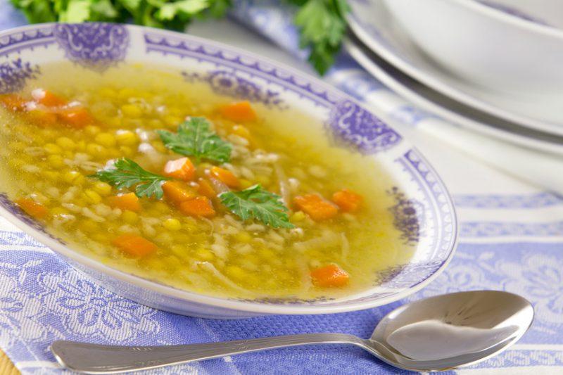 Суп с консервированным горохом и копченостями