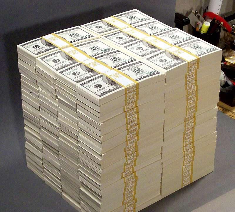 много денег миллион