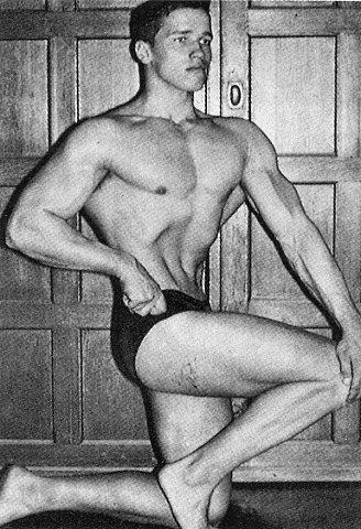 С 14 лет начал качать мускулы