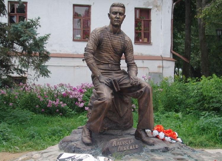Памятник Лебедеву