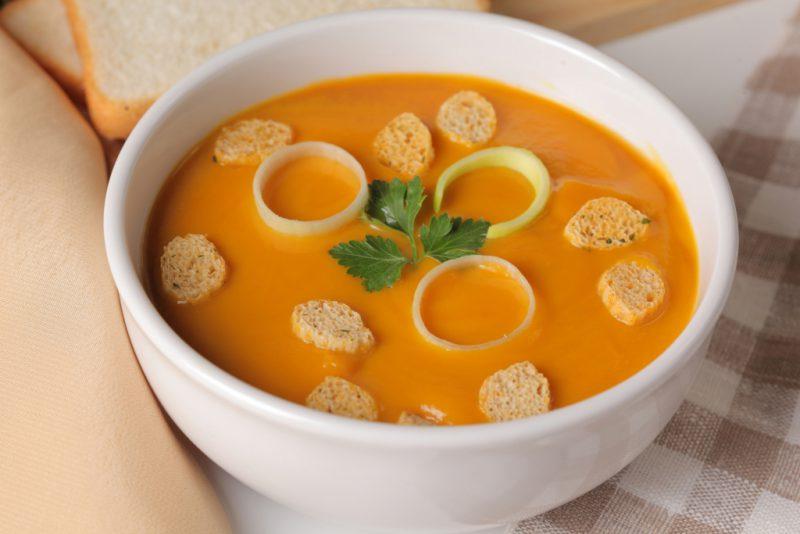 Диетический гороховый суп с моцареллой