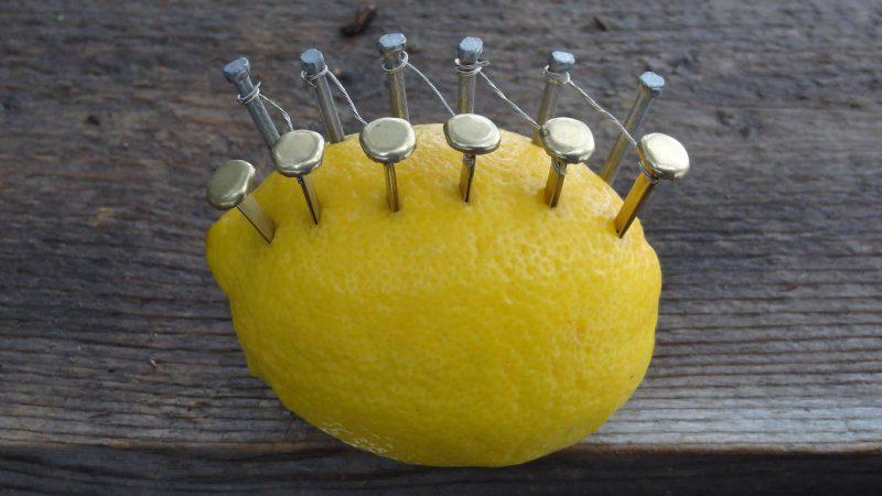 Лимон и зарядка