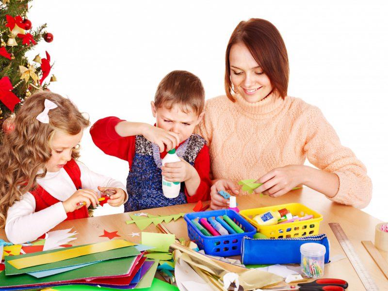 Дети и поделки