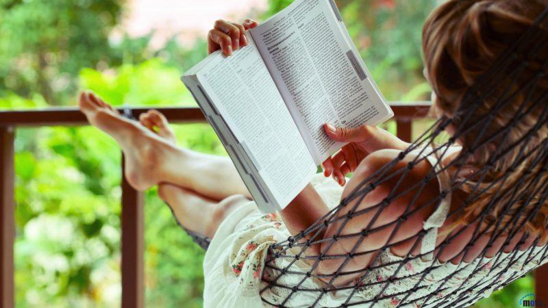 Чтение в гамаке