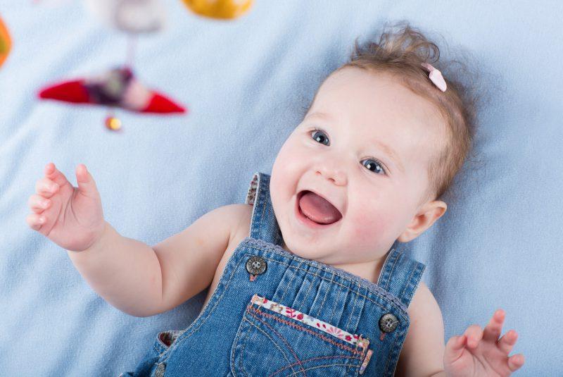 радостный ребенок