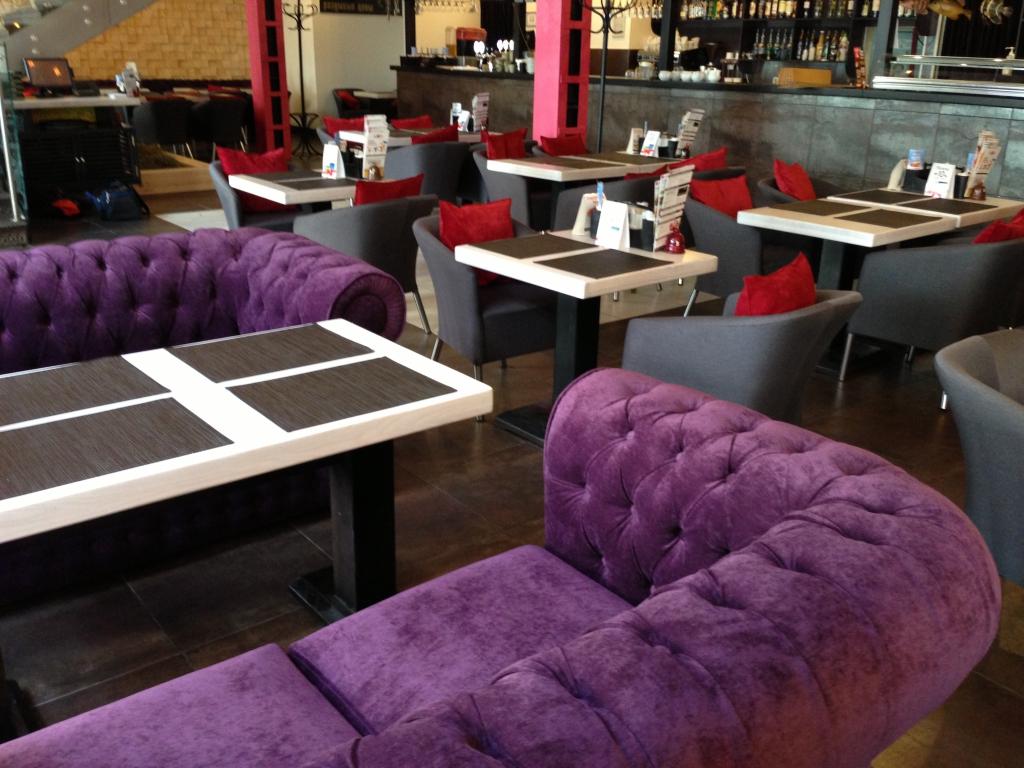 Выбираем мебель для кафе, бара или ресторана: как подобрать достойный вариант