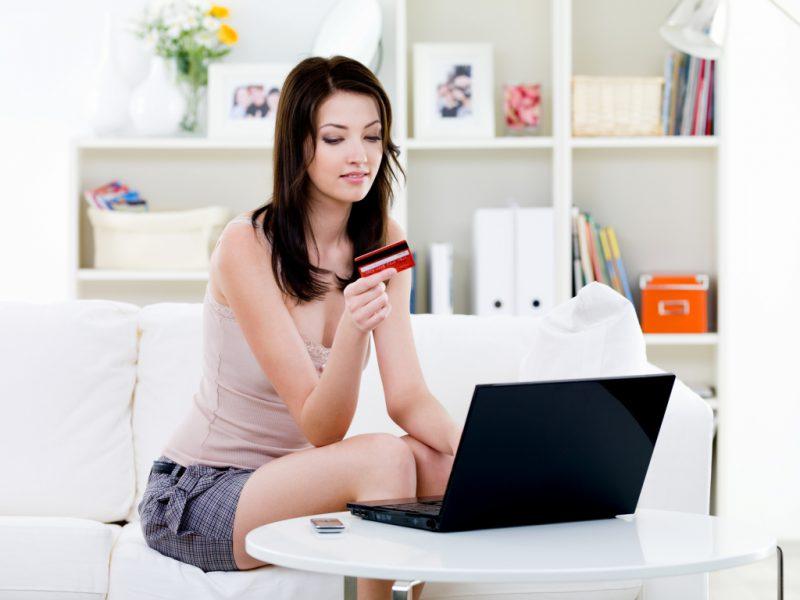 Девушка и интернет магазин
