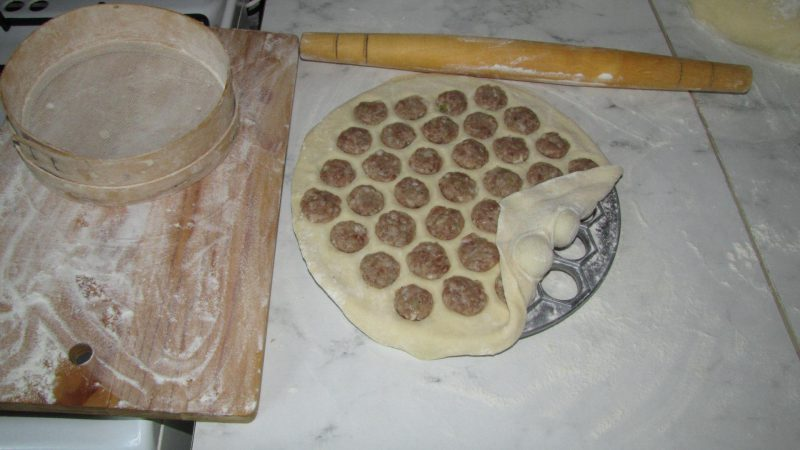 Как сделать тесто для пельменей в домашних условиях?
