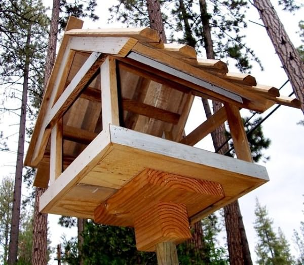 Открытый домик для птиц.