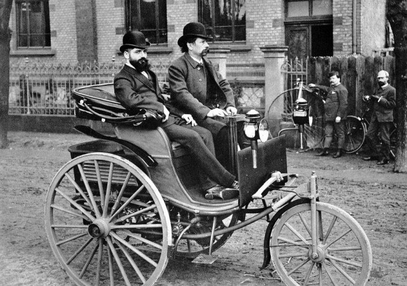 Первый бензиновый автомобиль