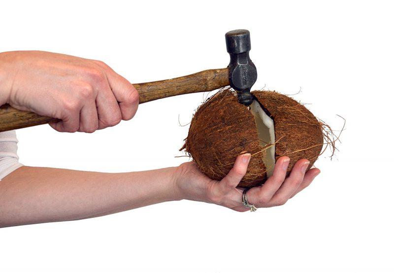 Открываем кокос молотком