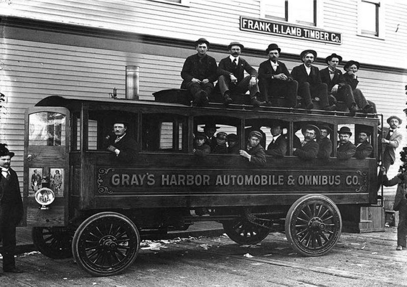 автобус с паровым двигателем