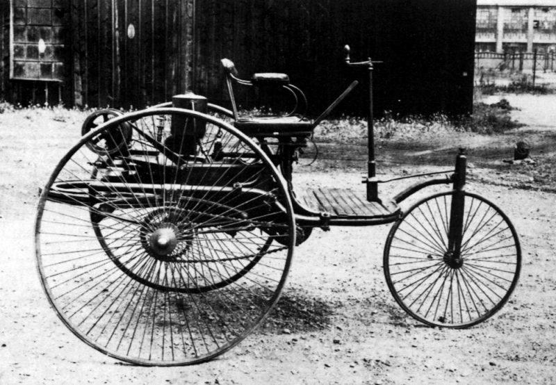 автомобиль с двигателем внутреннего сгорания