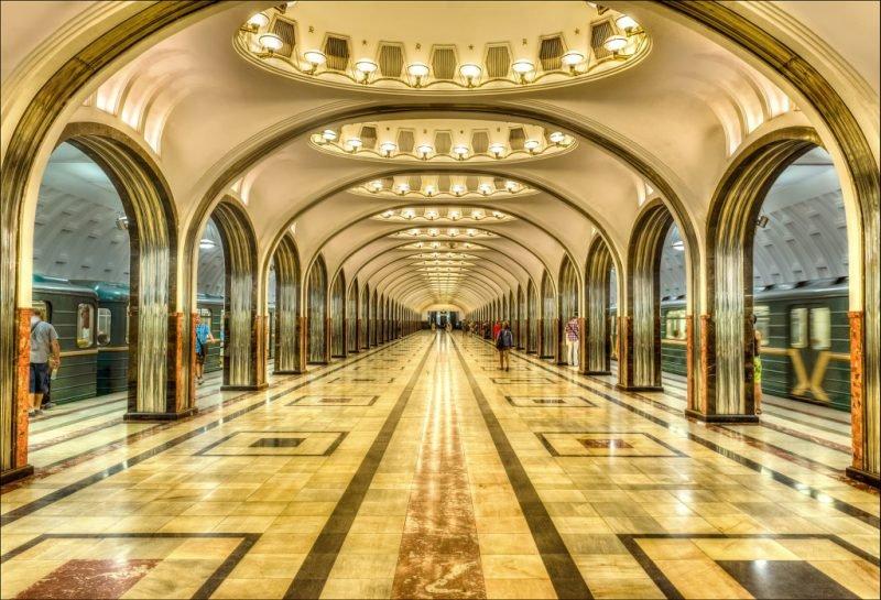 во сколько открывается метро