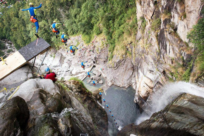Прыжки в воду с высоты