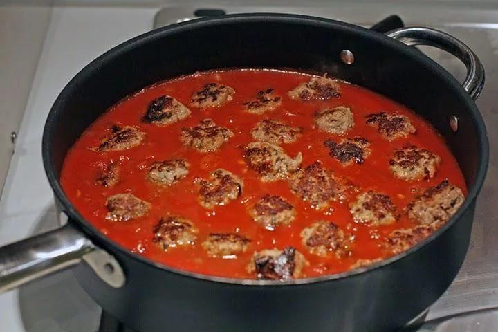 Тефтели в духовке с томатным соусом