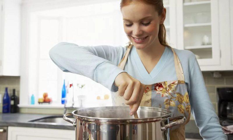 Варить  печень куриную минут